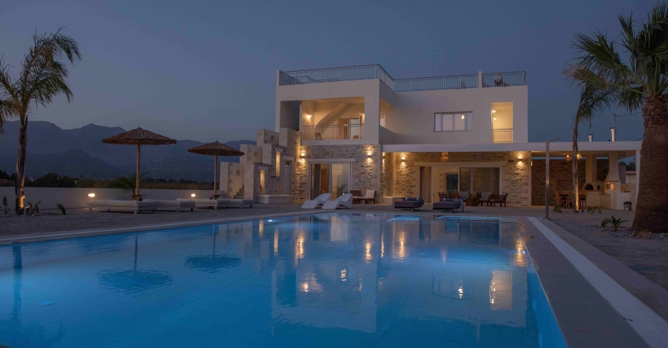 VILLA 150 m² FOR SALE NEAR TO THE BEACH