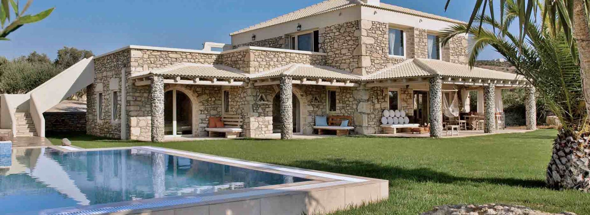 VILLA 270 m² FOR SALE IN PITSIDIA