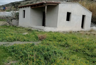 LAND PLOT 1 ACRE WITH UNFINISHED HOUSE FOR SALE IN PLATIA PERAMATA