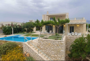 VILLA 220 m² FOR SALE IN KAMILARI